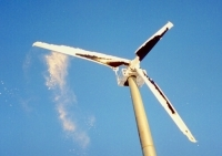 StaClean on wind generator blades shedding ice